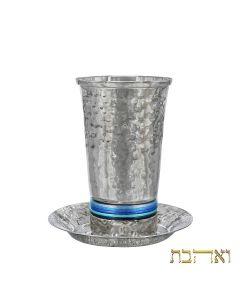 כוס קידוש בעיצוב חדיש עם טבעות כחולות דקות