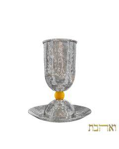 גביע קידוש מסורתי קלאסי בעיצוב עמוק עם כדור נחושת מוזהב