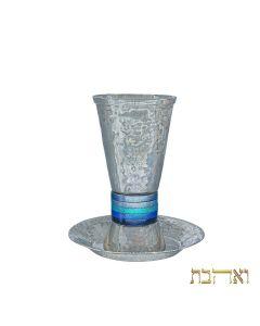 כוס קידוש מעוצבת עם טבעות בגווני כחול רחבות