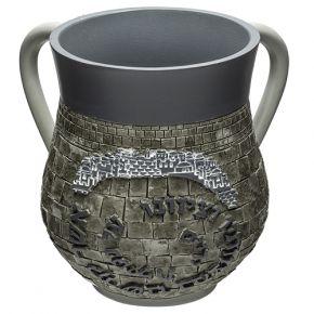 נטלה מהודרת כהה בעיצוב אבן ירושלמית מודרני עם ברכה