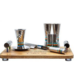 סט רינגים ציבעונים בעבודת פטיש מגש וסכין מהודרים כוס קידוש ופמוטים איכותיים